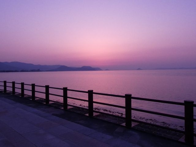 夕日が沈んだ後ですが、幻想的です(カメラの色合い変化させています)_サンポート高松