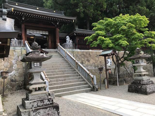 大石段と神門_櫻山八幡宮