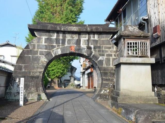 シンボルの門_金剛乗寺