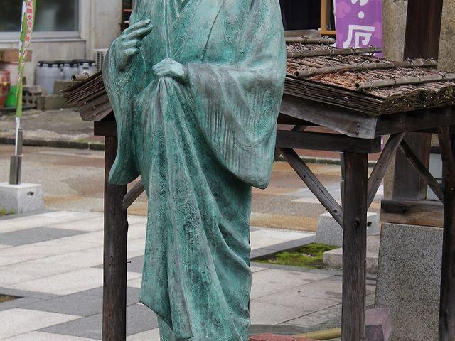 お市の方の像。_北の庄城址・柴田公園