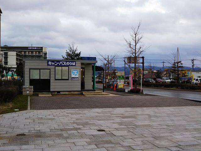 加賀温泉駅前のバス停☆_CANBUS キャンバス