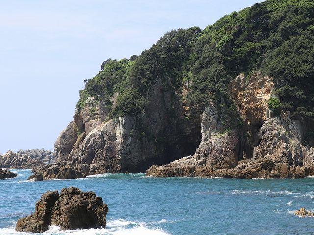 海に向かって右に見える海岸もいい景色でした。_白山洞門