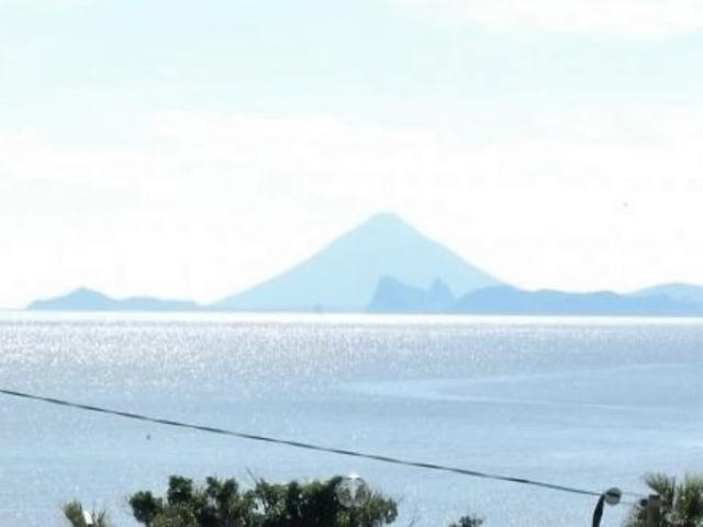 2等辺三角形の姿が素敵な開聞岳_大浜海浜公園