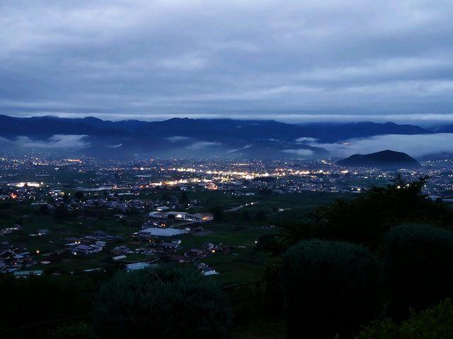 見事な夜景です。_勝沼ぶどうの丘