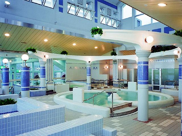 バーデゾーンは10種類の浴槽・サウナなどがあり、水着着用なのでご家族、ご友人と一緒に楽しめます。_クアタラソさぬき津田