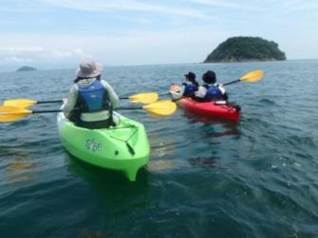 シーカヤックツアーは大人気!瀬戸内海国立公園の美しい海を満喫しましょう!_クアタラソさぬき津田