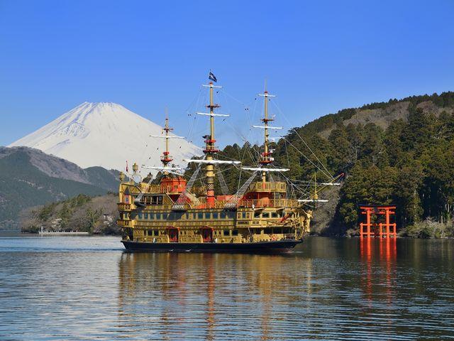 天気が良いと箱根神社の赤い鳥居と白い富士山、青の芦ノ湖が眺められます。_箱根海賊船