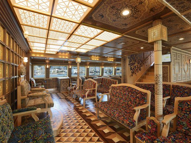 クイーン芦ノ湖の特別船室でございます。追加料金にてご利用いただけます。_箱根海賊船