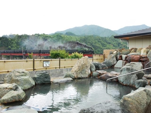 SLの見える露天風呂_川根温泉ふれあいの泉