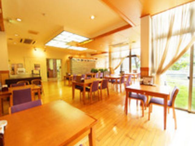 温かい雰囲気のレストラン「かわせみ」は和食中心にご用意しております_神山温泉ホテル四季の里&癒しの湯
