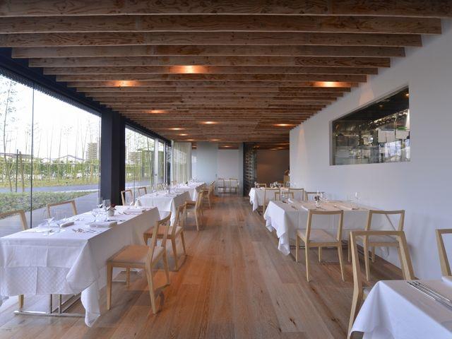 竹林が眺める事のできる、ナチュラルで開放的な店内。_ガーデンテラス宮崎