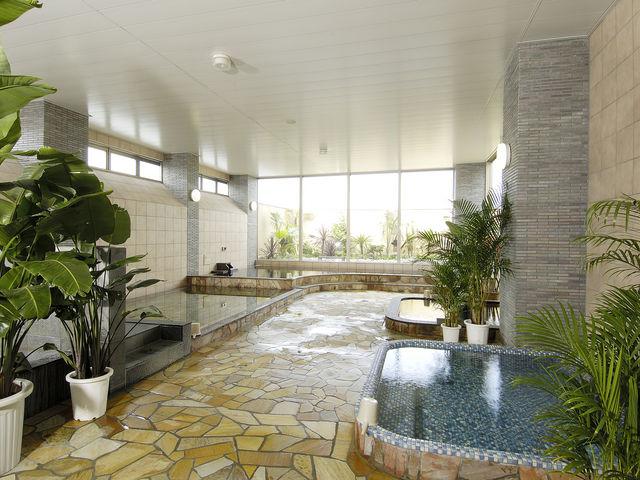 源泉掛け流しの天然温泉を堪能ください_スパ・リブール ヨコハマ