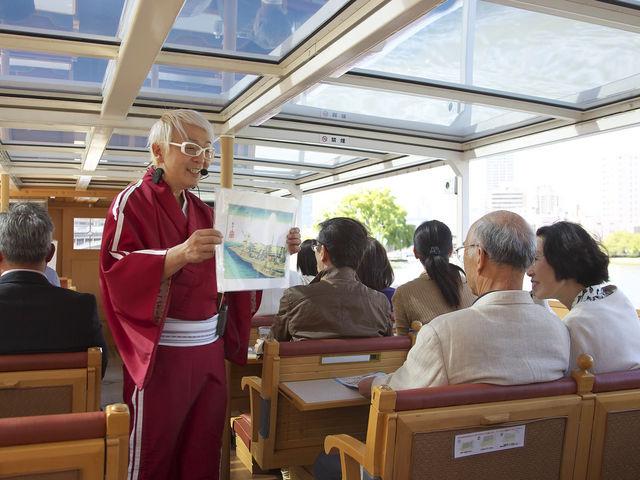 船内では落語家ガイドが水の都・大阪の魅力を楽しくわかりやすく案内_落語家と行く なにわ探検クルーズ 川の環状線コース
