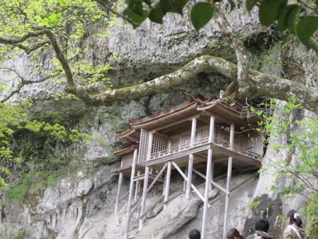 三佛寺投入堂