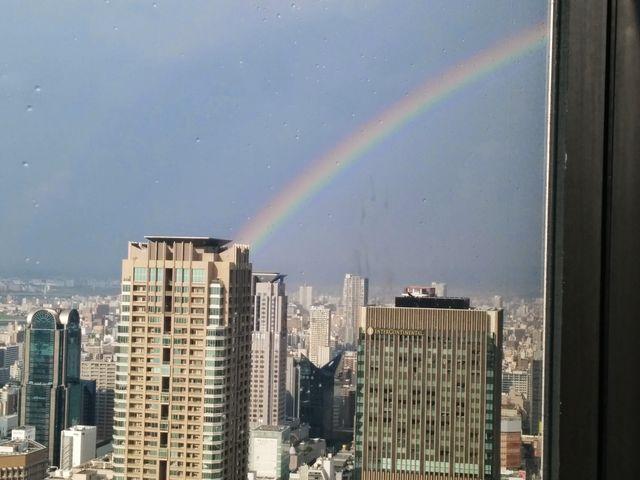 スカイビル展望台から撮影した虹です。_梅田スカイビル・空中庭園展望台