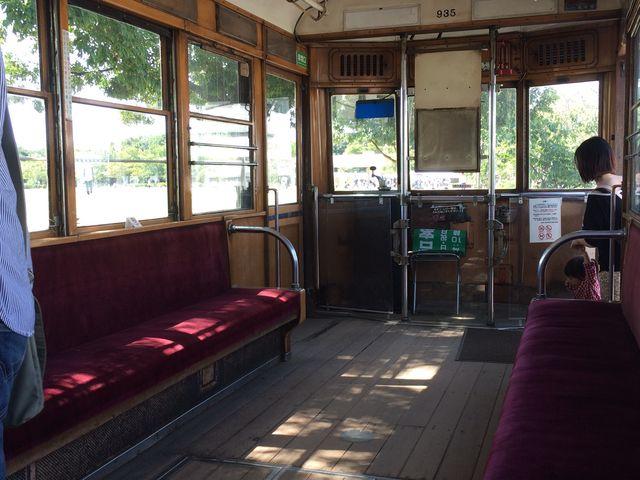 趣きあるチンチン電車の中。_梅小路公園