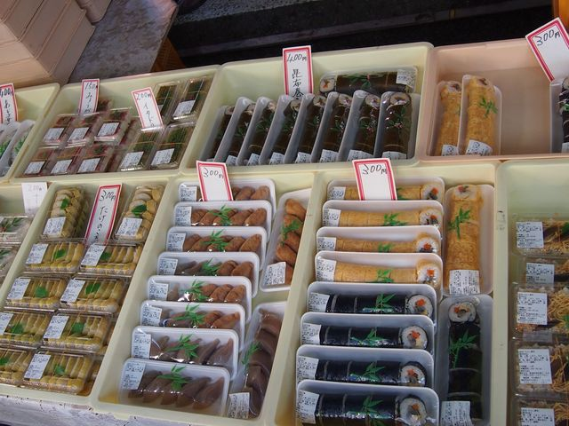 高知独特の柚子の香りのお寿司も手作りです_日曜市