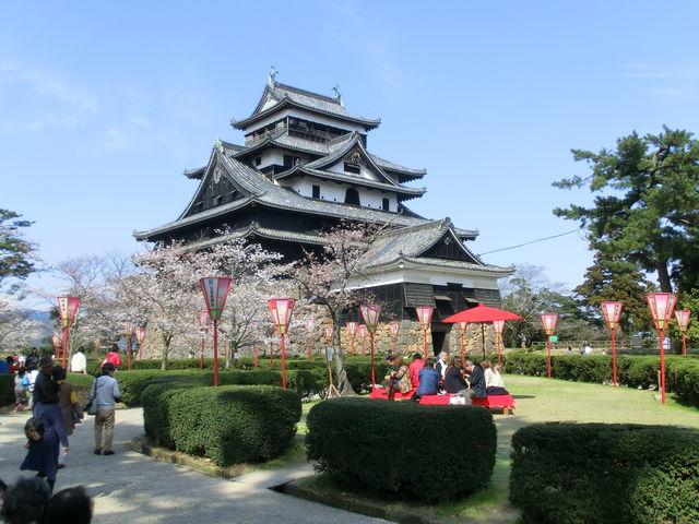 お花見真っ盛り_松江城