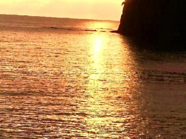 三四郎島に沈む金波の夕日_堂ケ島