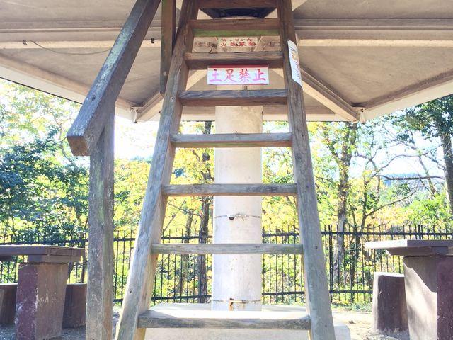 高床式のキノコ型の棟_清和県民の森ロッジ村・キャンプ場