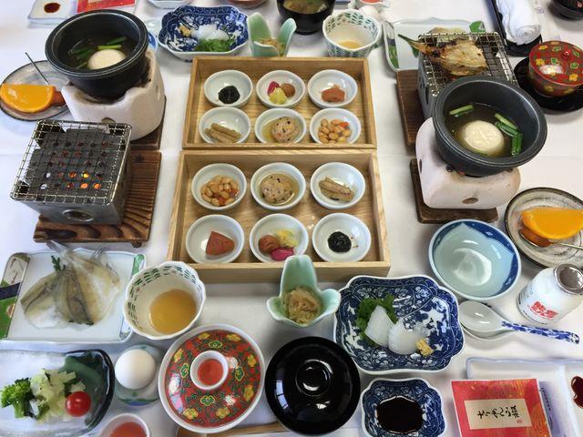 食べきれないくらいの朝食_加賀屋
