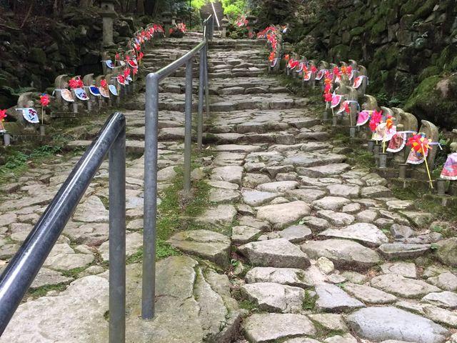 石畳の階段とお地蔵さま_金剛輪寺