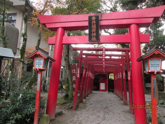重なった鳥居の赤が鮮やか。_青井阿蘇神社