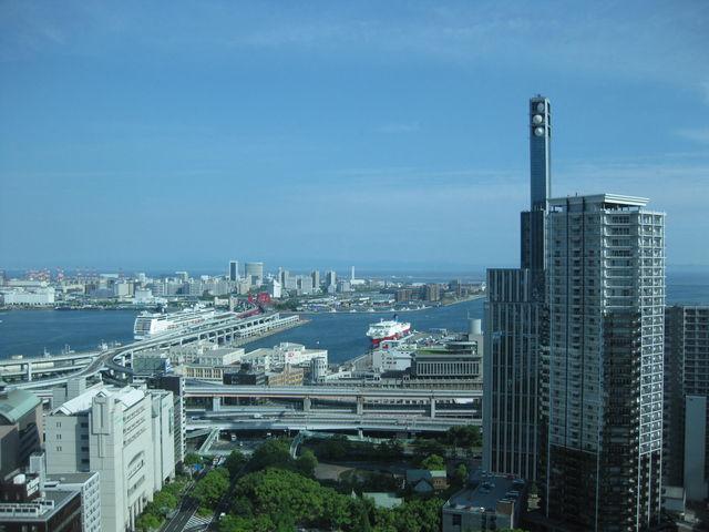遠くまでくっきり。_神戸市役所24階展望ロビー