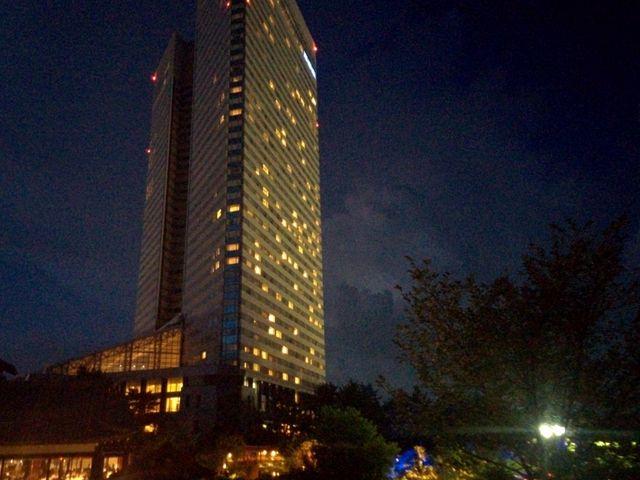 夜のホテルの外観も素敵です イルミネーションプールもロマンティックでした_フェニックス・シーガイア・リゾート