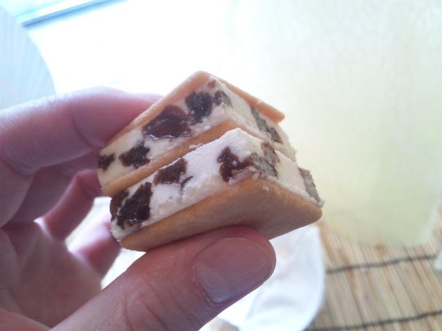 バターサンドアイス_六花亭本店