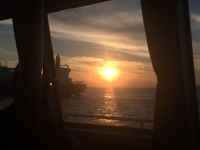 船内からの夕陽_東京湾フェリー