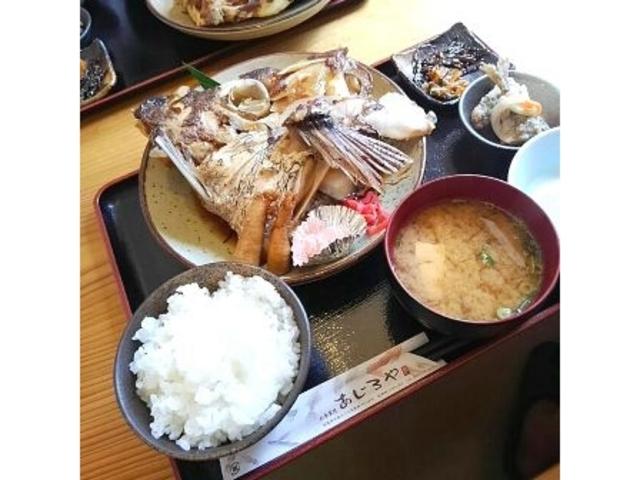 ①_浦富海岸島めぐり遊覧船のりば食堂
