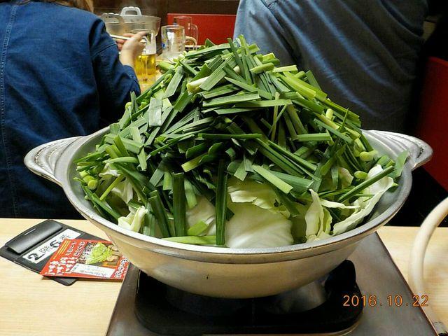このボリューム、もつも新鮮でとても美味しい_元祖もつ鍋楽天地 天神本店
