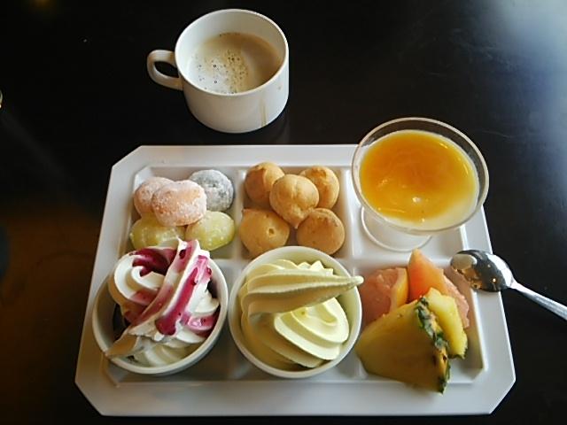 ソフトクリームはバニラとバナナ♪♪_大江戸温泉物語 君津の森