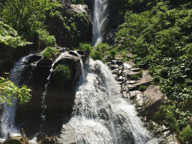 三段を真正面から撮影。要ビーチサンダル(と、足を拭くタオル)_仏御前の滝