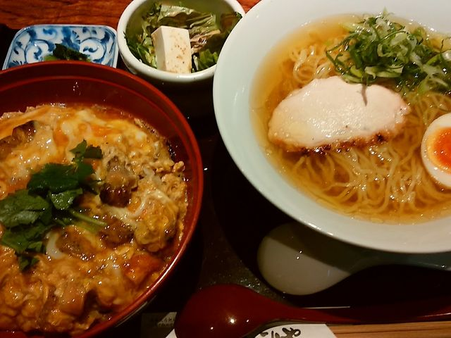 親子丼+らーめんセット ¥1800-_比内地鶏 ほっこりや