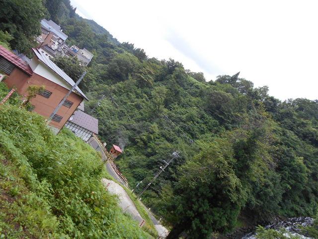 不動滝、泉源、温泉郷と薬師堂から見渡せます。_松之山温泉スキー場