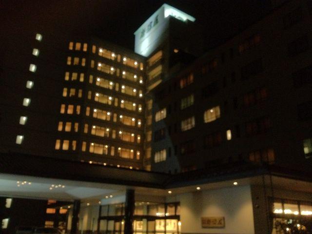 夜、外から見た岩沼屋。_岩沼屋