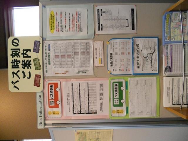 バスの時刻表などもわかりやすく掲示されています_秋保温泉郷観光案内所