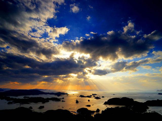 雲の間から光芒が・・・_西海国立公園 九十九島