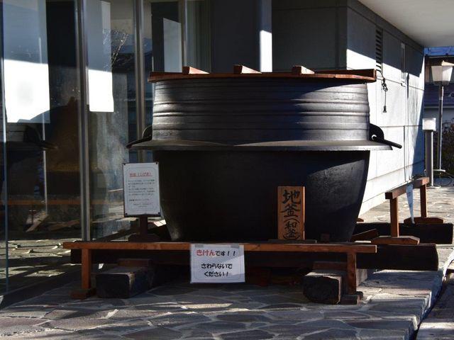タケヤ味噌 みそ会館玄関横の地釜_タケヤ味噌 みそ会館