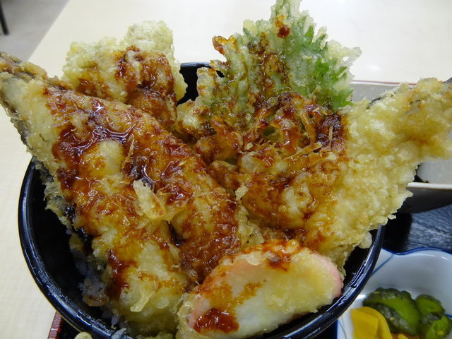 「げんぎょ丼」のアップ_レストピア