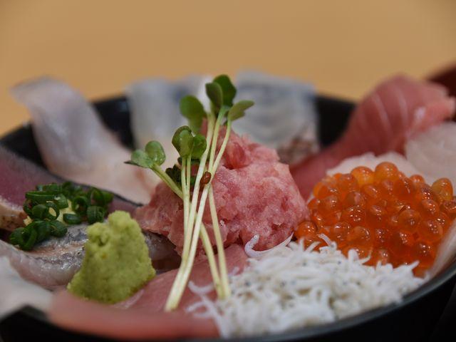 まかない丼です。たくさんの種類の魚が乗っていてホント美味しかったです。_那珂湊駅