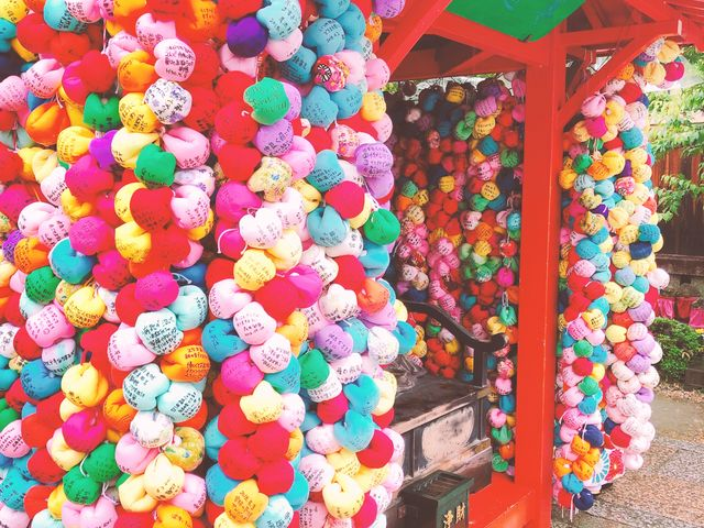 色鮮やかな手毬?がたくさん。_八坂神社