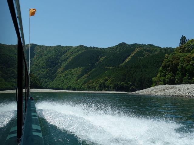 ジェット噴射_瀞峡ウォータージェット船