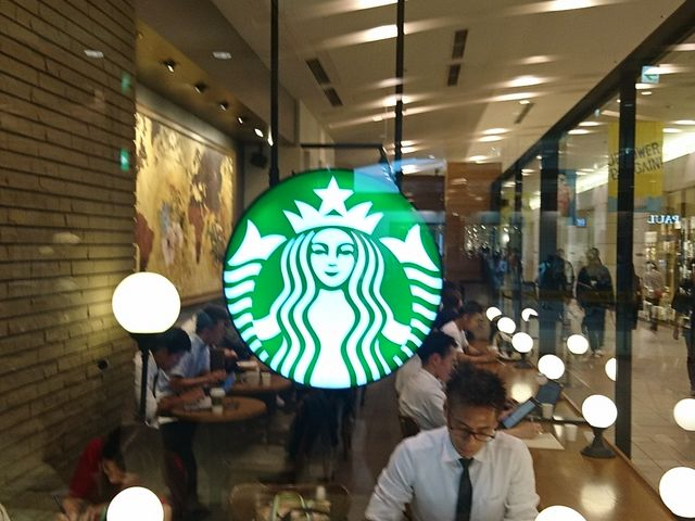 1階のスタバ_スターバックス・コーヒー 札幌ステラプレイス店
