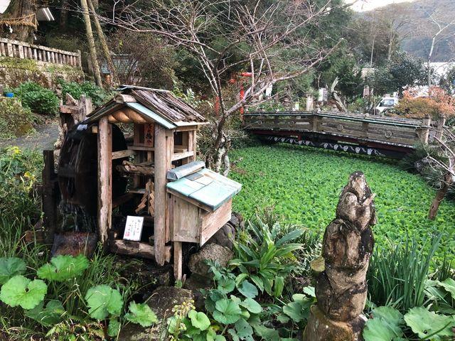 伊那下神社3(参道の途中にあった池と水車)_伊那下神社