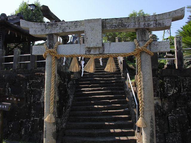 橋のたもとにある八坂神社。_祇園橋