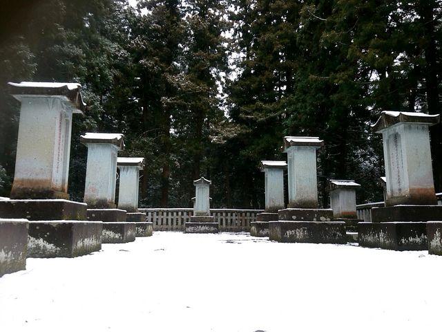 巨大な 墓石がずらり。_大安禅寺