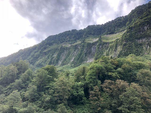 渓谷横に悪城の壁_称名峡谷